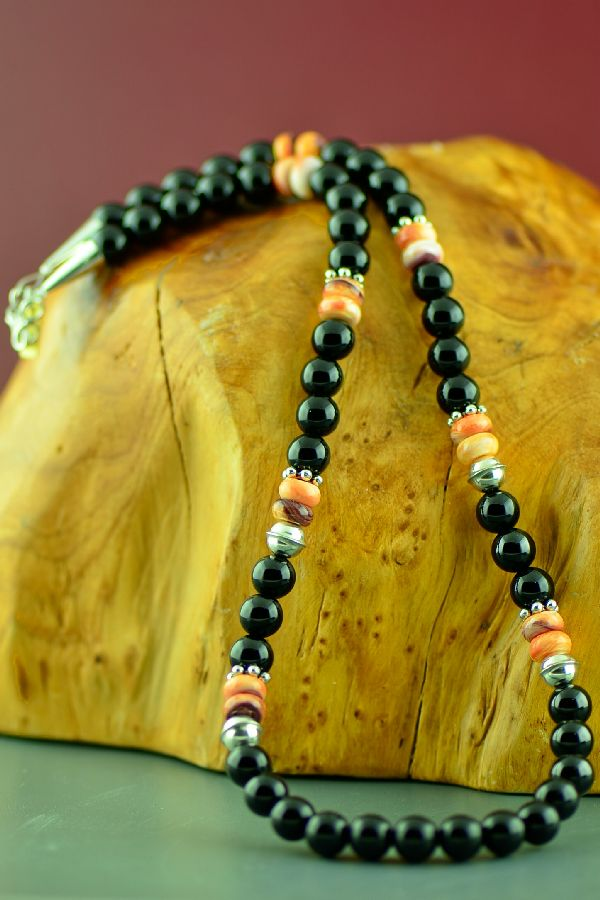 Native American Spiny Oyster Shell and Black Onyx Necklace